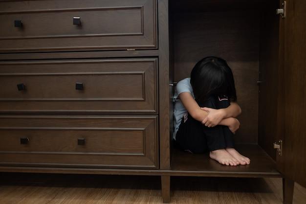 우는 아이들, 슬픈 느낌 어린 소녀, 불행한 아이