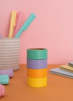 Детские столы натюрморт с предметами