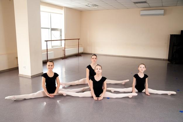 バレエダンスクラスの子供たち