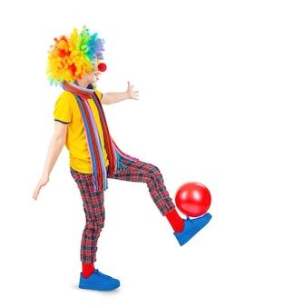 Дети в красочных нарядах клоуна, изолированные на белом фоне