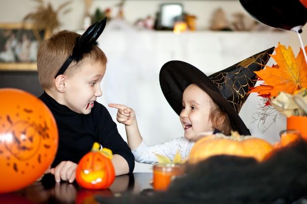 할로윈 마녀와 악마 의상 어린이