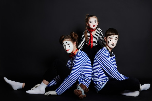 Children mime group photo, pantomime emotions