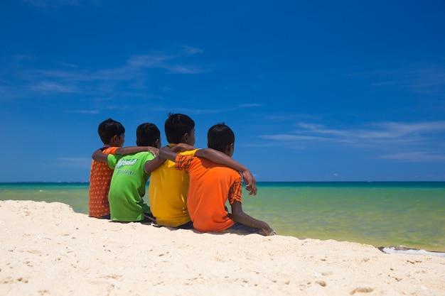 ビーチの子供たち