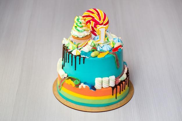 Детский разноцветный торт
