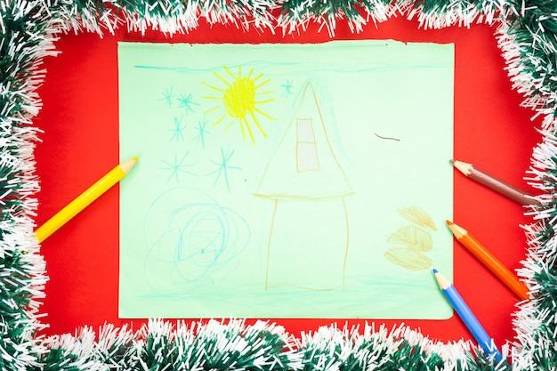 サンタクロースへの願いを込めた子供たちの絵。お正月飾り。