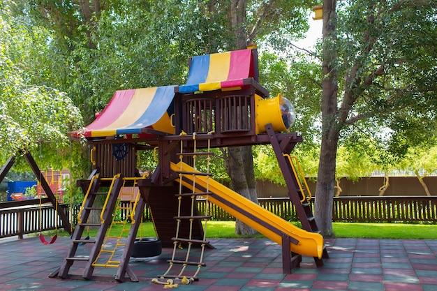 Детская площадка с горками и лестницами