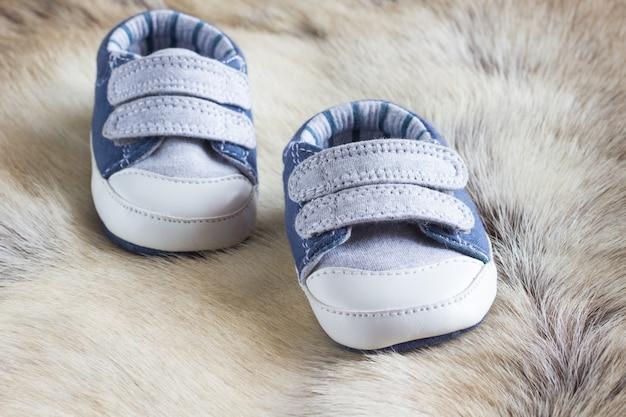 Детская обувь на шкуре оленя