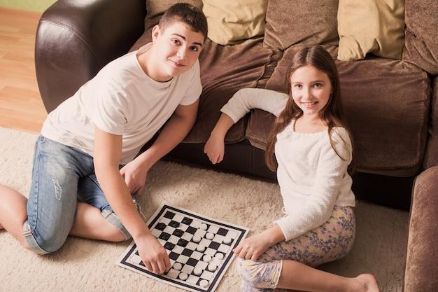 Дети с шашками на дому