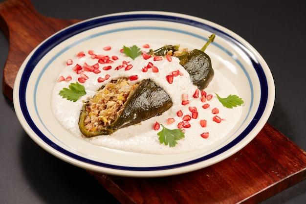 Chile en nogada platillo tradicional mexicano
