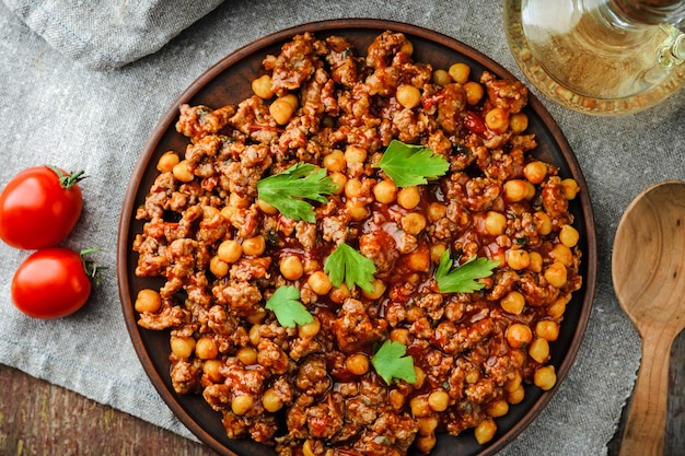 Chile with pork and chickpeas