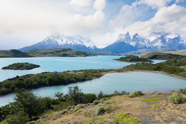 Чилийский пейзаж патагонии, национальный парк торрес-дель-пайне