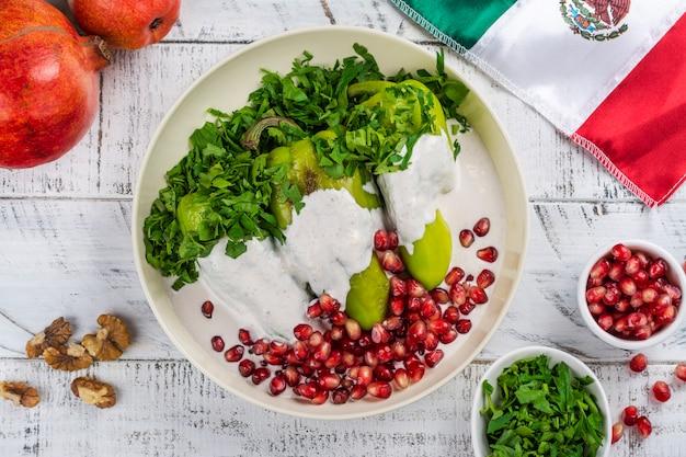 Chiles en nogada, мексиканская еда