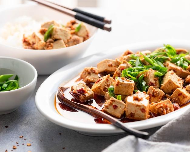 Чили тофу, традиционное китайское блюдо, выборочный фокус