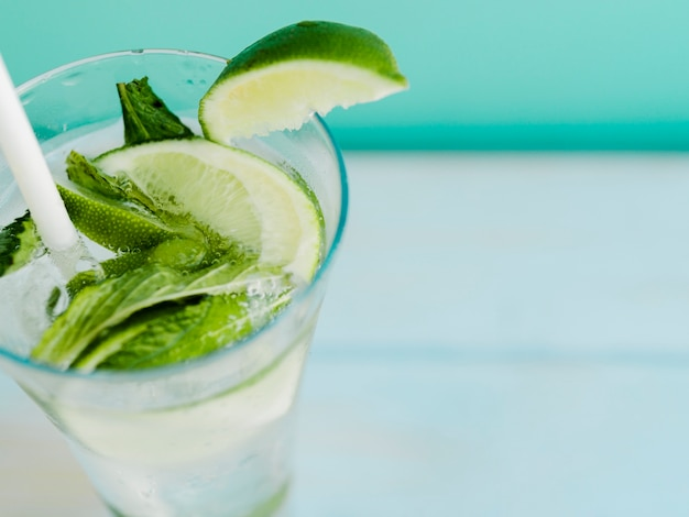 Chilled drink with lime and mint