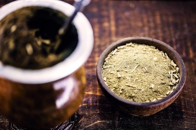 Chimarrã£o、ラテンアメリカで消費される、熱く提供されるマテ茶
