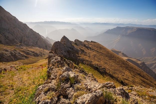 ウズベキスタン、タシェント市近くのチムガン山脈