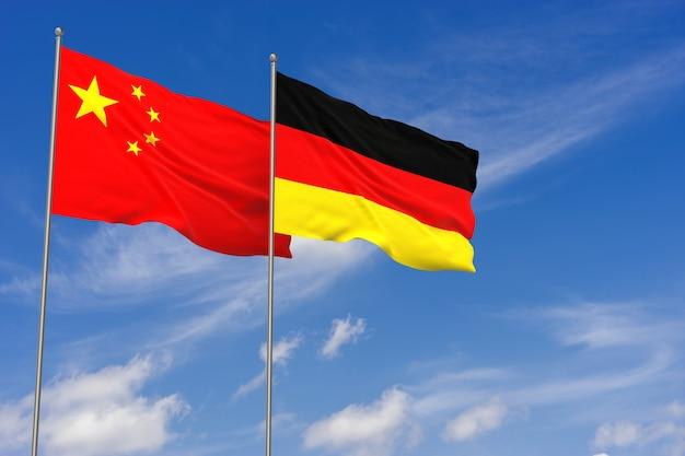푸른 하늘 배경 위에 중국과 독일 플래그입니다. 3d 일러스트레이션