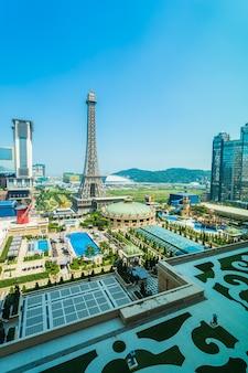中国、マカオ -  2020年9月10日 - 美しいパリのホテルとエッフェル塔のランドマーク