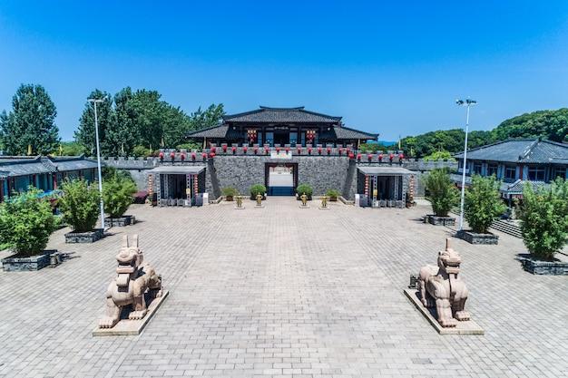 Китайское старое здание