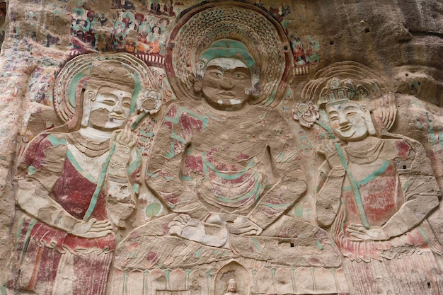 Tianshui wushan water curtain caves에서 중국 고대 전통 la shao 사원 동굴 구호 그림