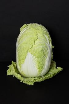 黒いスペースに白菜