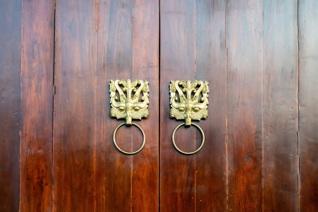 中国の古典的なスタイルの木製のドア
