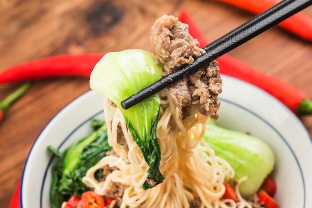 中華料理:牛肉麺