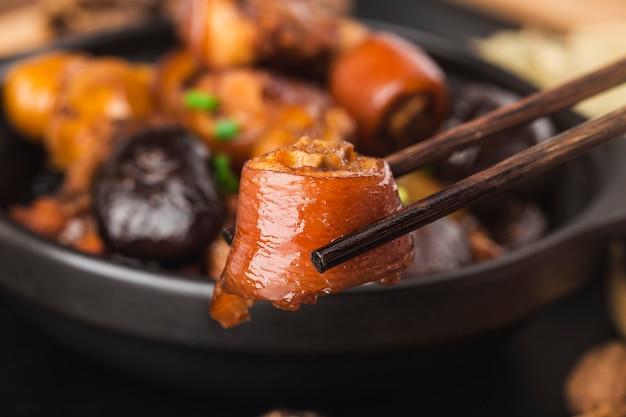 중국 요리 : 밤나무 돼지 꼬리 조림