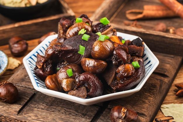 中華料理栗の豚スネの煮込み