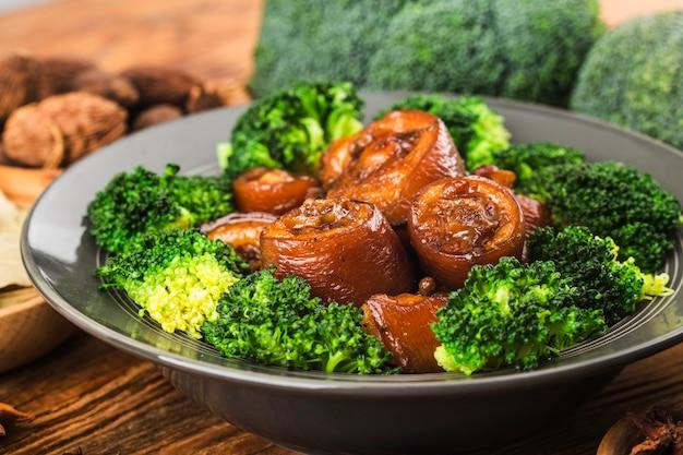 중국 요리 : 돼지 꼬리 찜