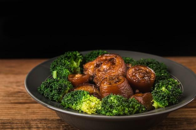 Тушеный свиной хвост китайской кухни