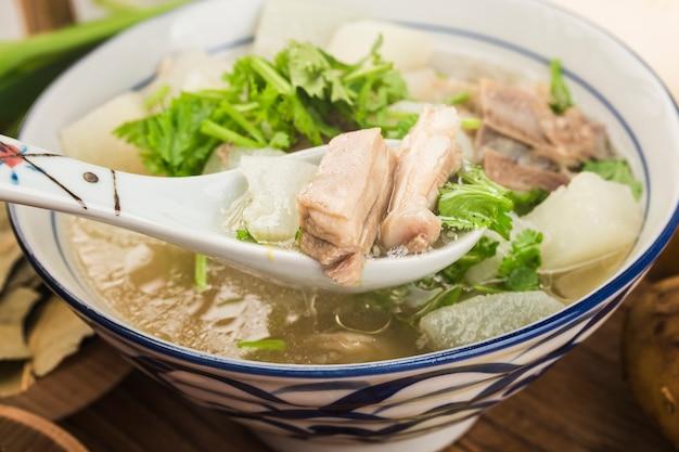Китайская кухня: тушеный суп из редиса и баранины