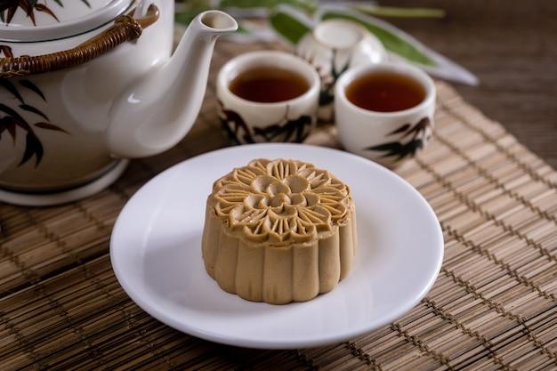 中国の有名な食べ物-中秋節の間に伝統的に食べられる中国のペストリーである月餅