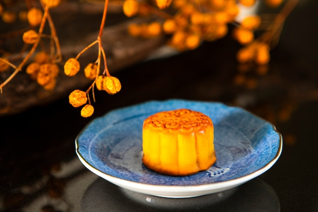 Chinese festival, the family reunited for the mid-autumn festival, enjoying moon cakes,