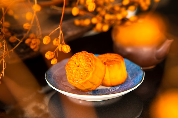 中国のお祭り、家族は中秋節のために再会し、月餅を楽しんだ、