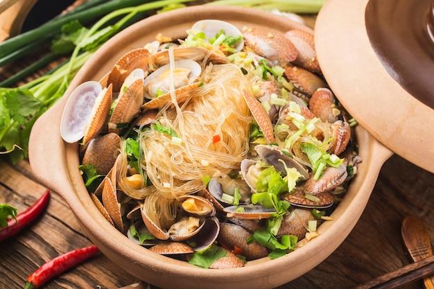 중국 음식: 조개와 당면 캐서롤