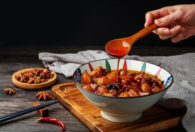 중국 음식, 그릇에 맛있는 찐 고기