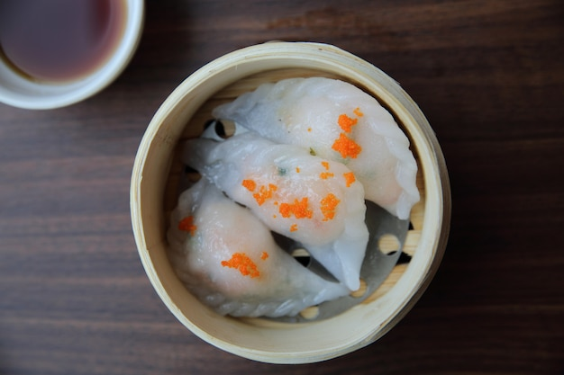 대나무 바구니에 담긴 중국 음식 딤섬