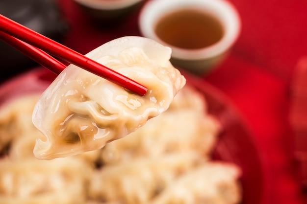 中華料理:伝統的な中国の休日のための餃子