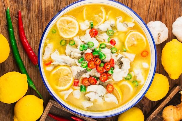 Китайская еда филе лимонного окуня