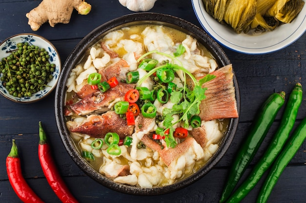 Рыба по-китайски отварная с квашеной капустой и чили филе красного окуня