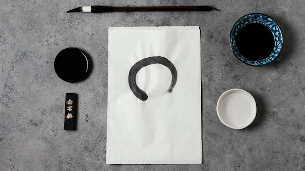 흰 종이에 중국 잉크 스트로크