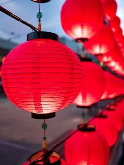 Китайские фонарики во время новогоднего фестиваля.