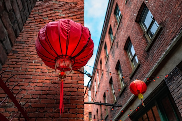 Fan tan alley, chinatown, victoria, bc canada의 중국 제등