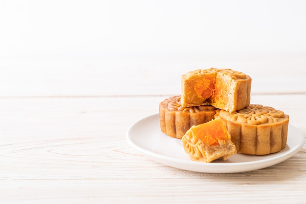 Китайский лунный пирог со вкусом дуриана и яичного желтка для фестиваля середины осени