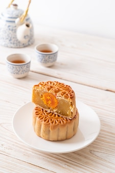 中秋節の中国の月餅ドリアンと卵黄の味