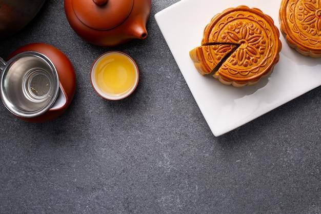おいしい中国の月餅伝統的な甘い食べ物。アジアのデザート料理。季節の中秋節を祝うための自家製ケーキ。