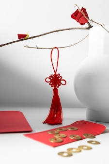 중국 새 해 2021 붉은 장식과 행운의 동전