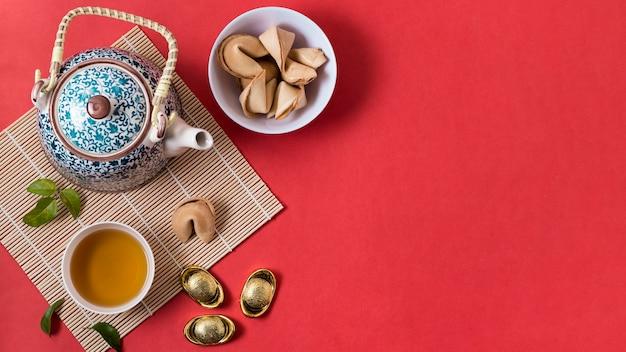 Концепция китайского нового года с печеньем с предсказаниями