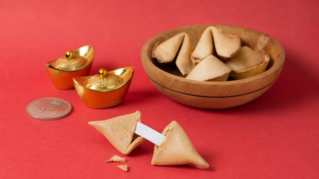 フォーチュンクッキーと中国の旧正月のコンセプト